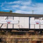 der Güterwagen vom Typ GMS (Baujahr 1949) wird als Generatorwagen und zum Gepäcktransport genutzt (Foto: Rüdesheim, 03.10.2020)